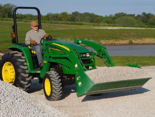 John Deere 3520, Compact Tractor 30 HP 4x4 W/Loader