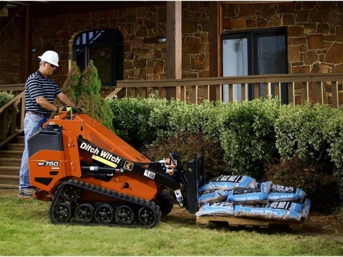 Mini Skid Steer - Ditch Witch SK750