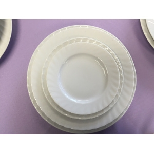 White with Scalloped Rim Dinnerware Collection