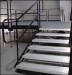 Stairs w/handrail
