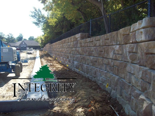 Commercial Retaining Wall with Natural Stone Look